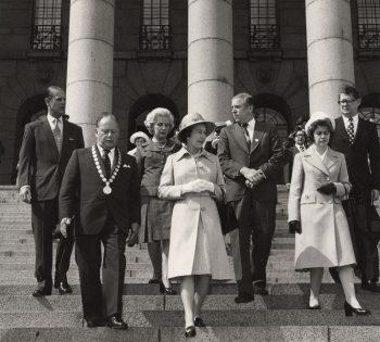 Kuningatar Elisabet vierailee Helsingin nähtävyyksissä