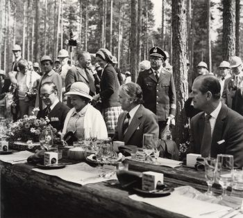 Queen's stroll in a Finnish forest astonishes Brits